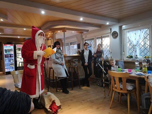 Weihnachtsfeier unserer Minis mit Besuch des Nikolaus 2